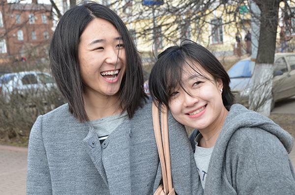 Хохотушки Лю Цяньжу и Сун Юйиэнь.JPG