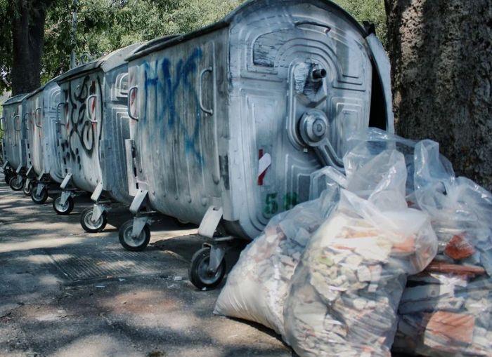Костромичи устроили целую спецоперацию по краже мусорного бака