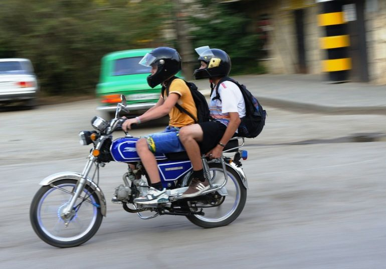 Подростки на машинах и мотоциклах заполонили Костромскую область
