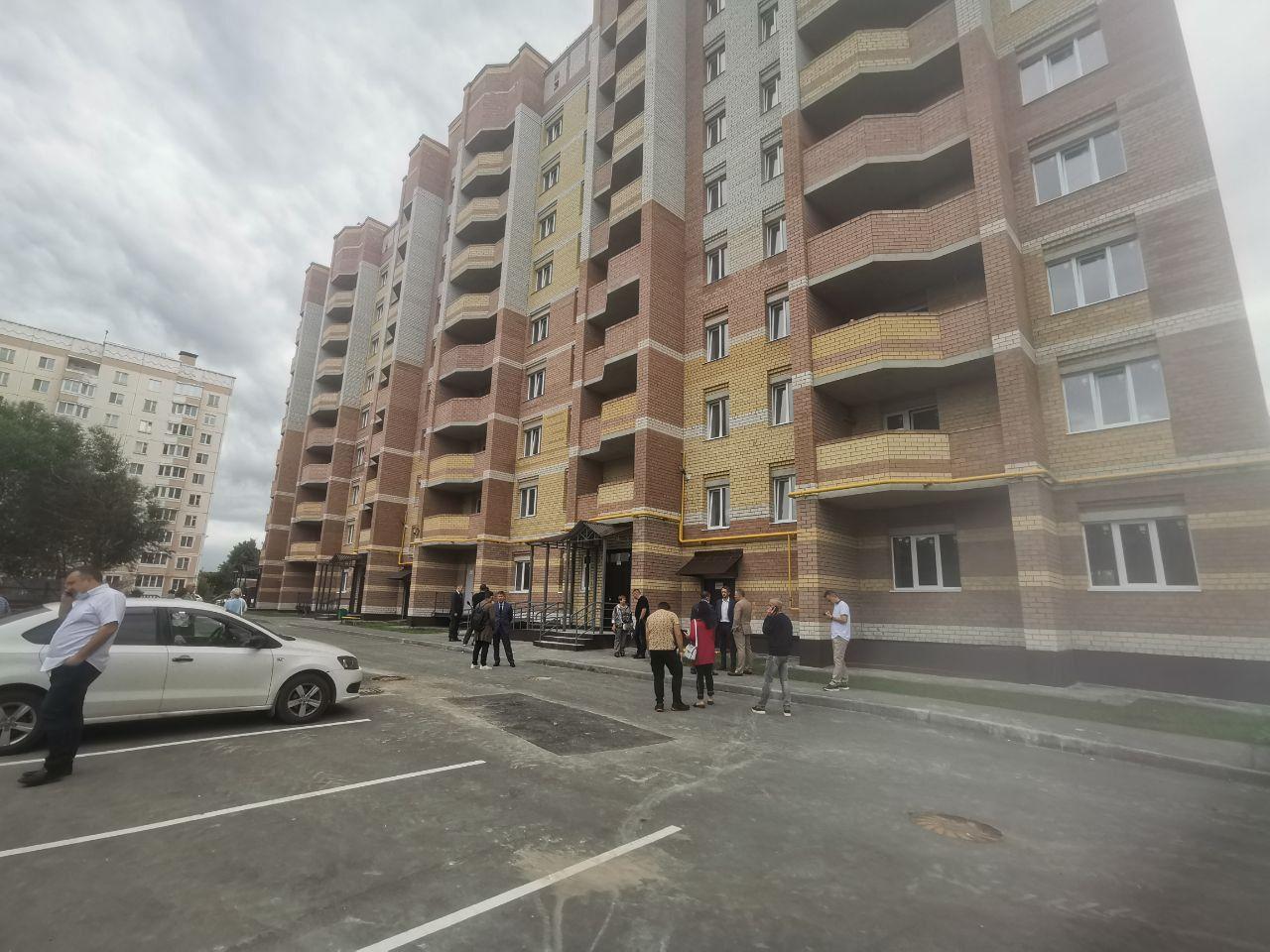 Обманутые дольщики в Костроме празднуют окончание строительства дома на улице Галичской
