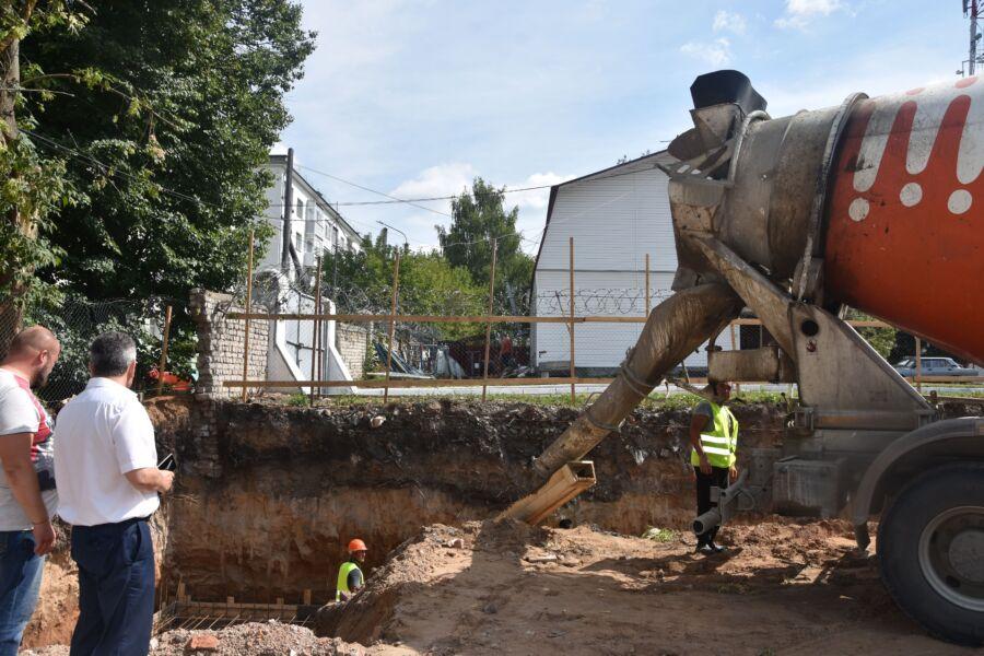 На месте знаменитой станции юннатов в Костроме появилась огромная яма