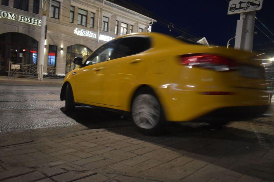 Таксиста в Костроме шокировали горожане: они не хотят ехать бесплатно