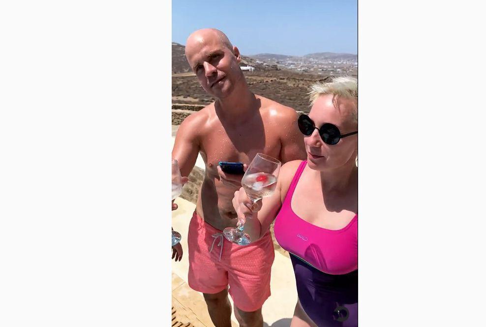 Костромича в плавках обнаружили рядом с актрисой Чулпан Хаматовой