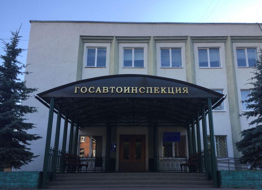 Водитель сбил ребенка в Костроме и уехал: костромичей просят помочь его найти