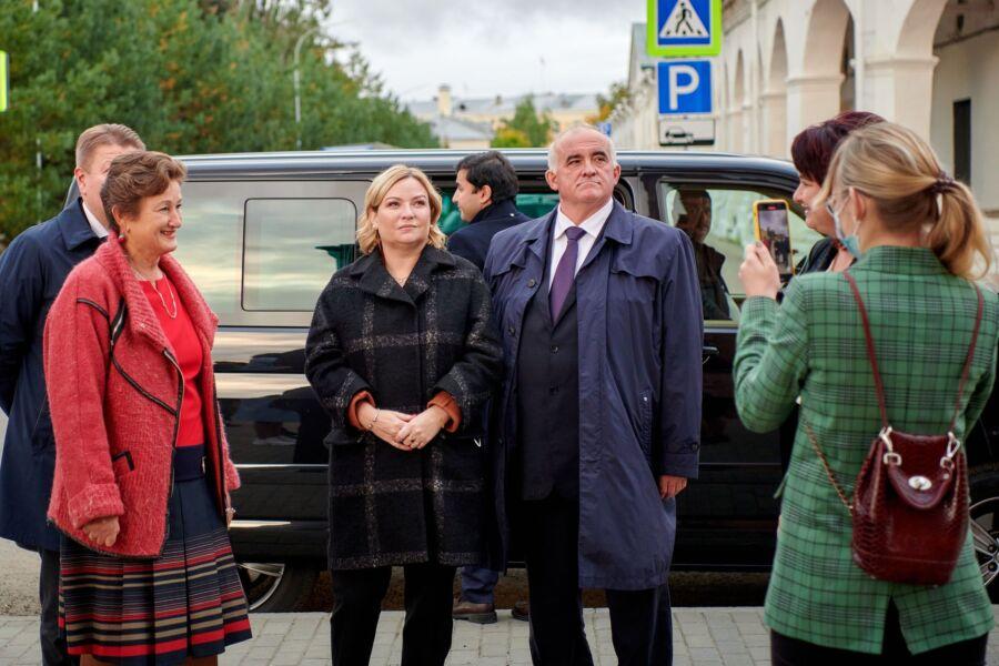 Министр культуры приехала в Кострому поговорить о больших деньгах